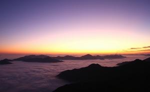 日の出前の幻想的な景観