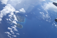 眼下に珊瑚の島