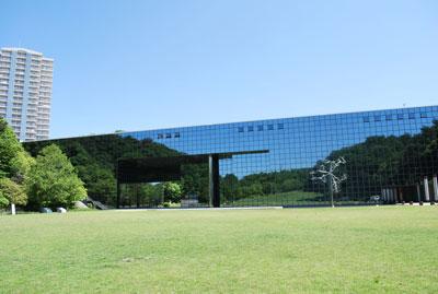 深田公園から見た「人と自然の博物館」のサムネール画像