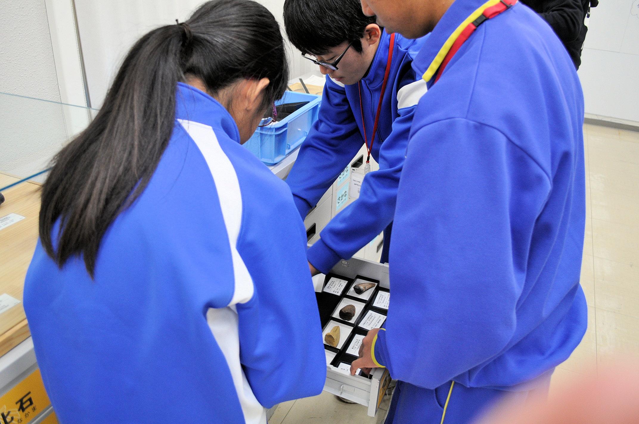 http://www.hitohaku.jp/blog/folder241\1110-23.JPG