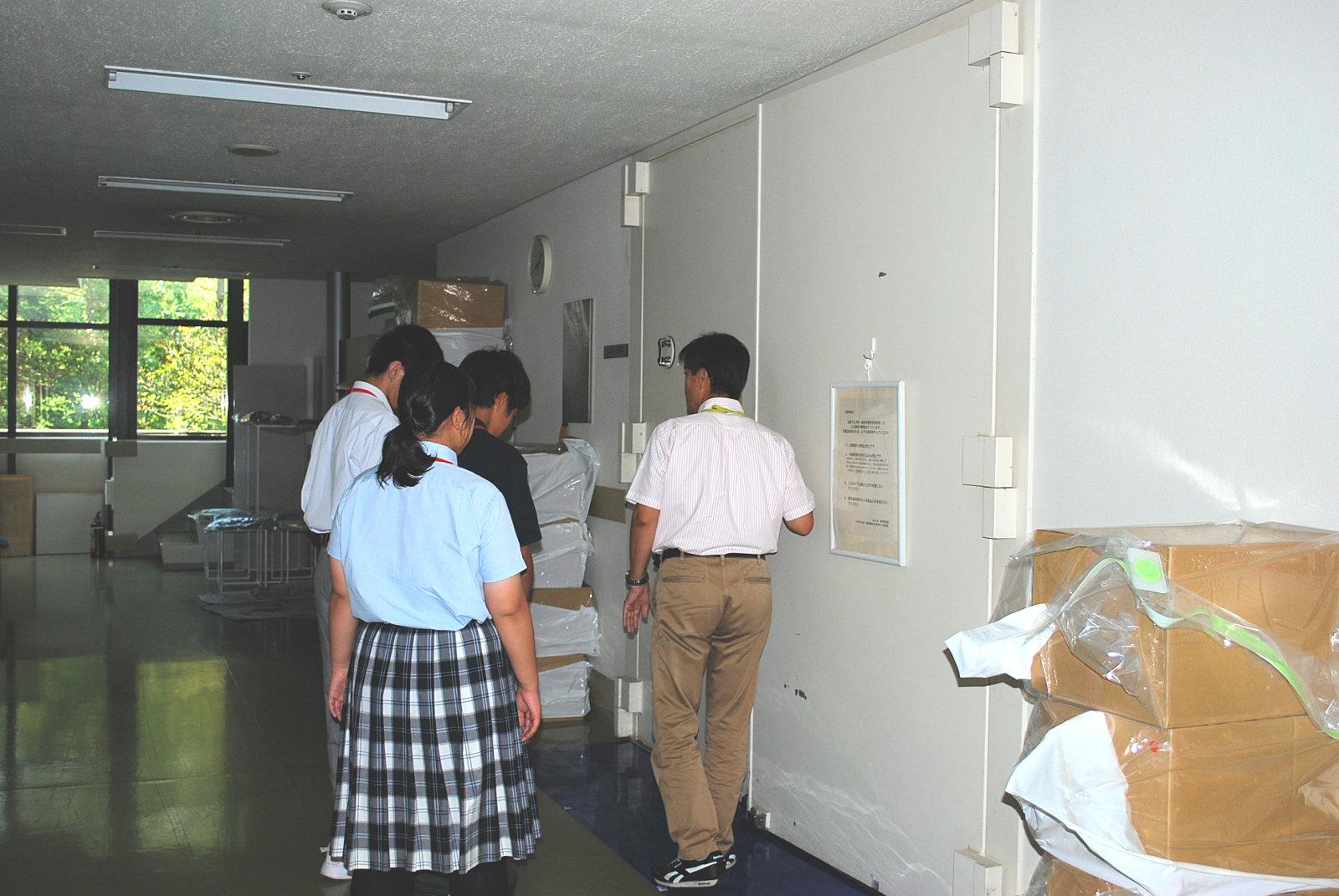 http://www.hitohaku.jp/blog/folder241\internship082104.JPG