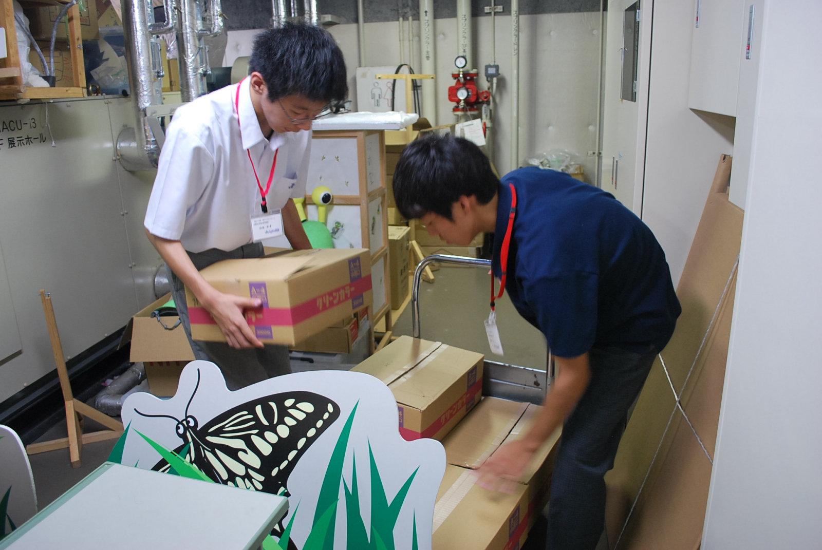 http://www.hitohaku.jp/blog/folder241\internship082106.JPG