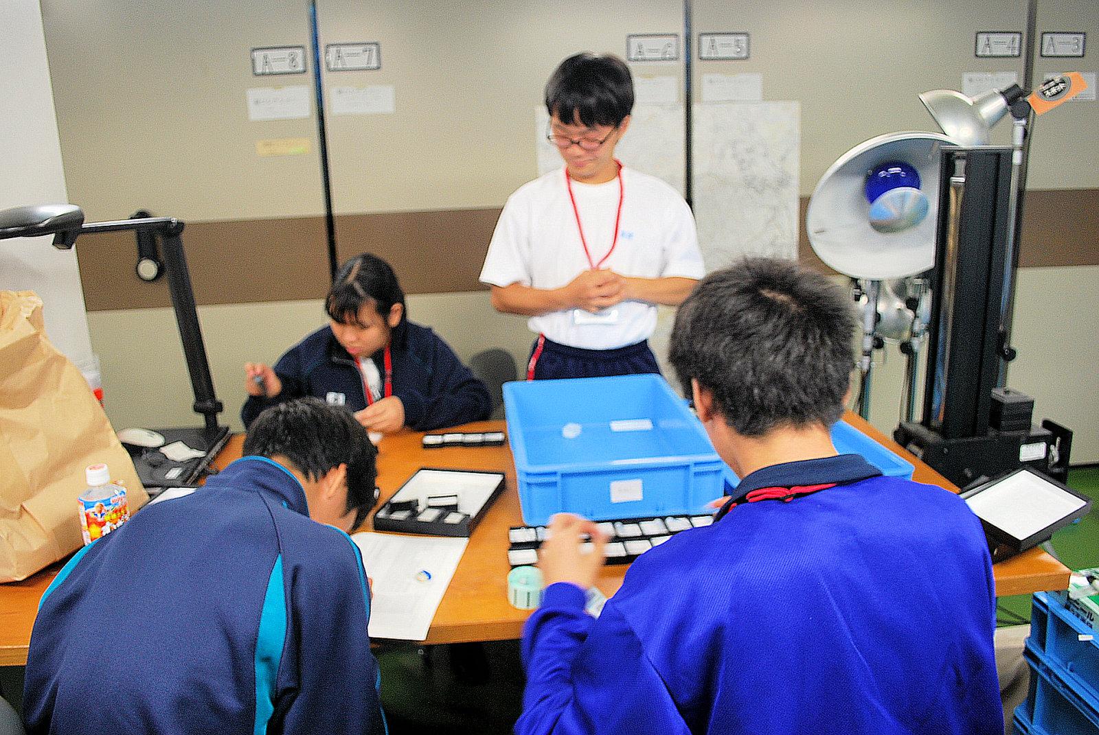 http://www.hitohaku.jp/blog/folder241\internship082301.JPG