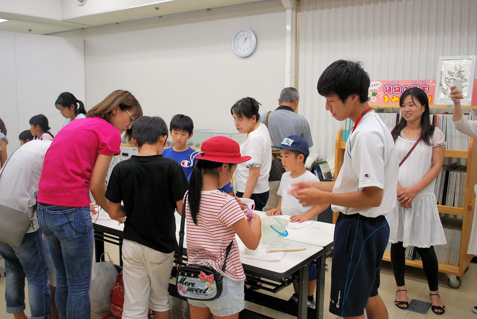 http://www.hitohaku.jp/blog/folder241\internship082503.JPG
