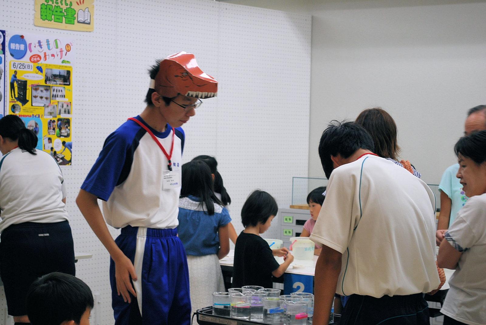http://www.hitohaku.jp/blog/folder241\internship082504.JPG